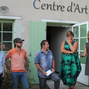 De g. à dr., Vincent Jousseaume et Baptiste Ymonet, artistes de l'Atelier Polyhedre, Michel Amelin et Mireille Migné, administrateurs de l'association du Centre d'art, Florence Dutordoir, adjointe à la culture de la municipalité de Montrelais.
