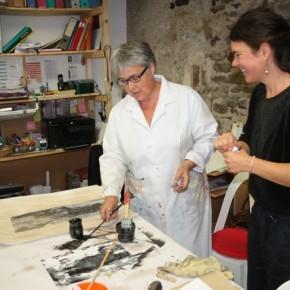 De g. à dr. : Geneviève et Mélanie Le Page, animatrice des ateliers d'arts plastiques