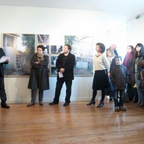 A partir de la gauche : Claude Gautier, conseiller général, Martine Charles, Vice-présidente subdéléguée de la COMPA en charge de la culture, Michel Amelin, du Centre d'art et Olive Matin, artiste en résidence.